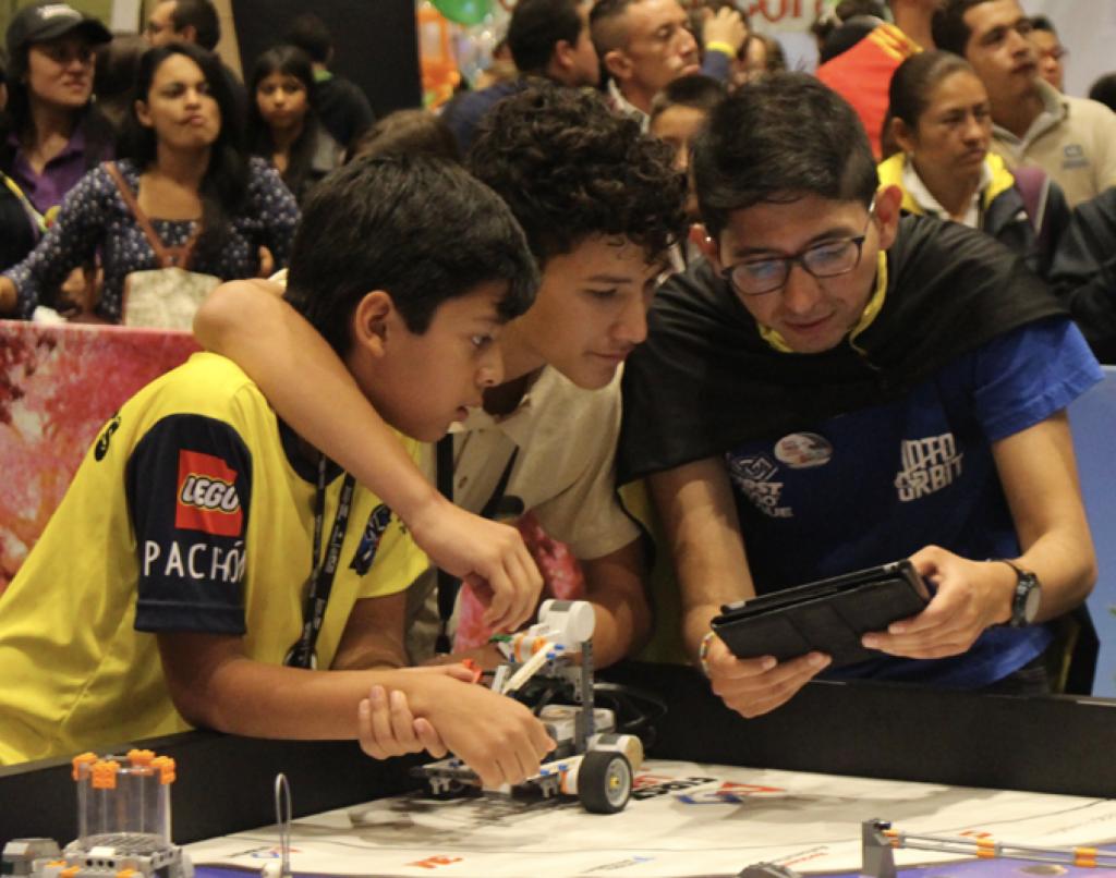Jóvenes de Colombia compitiendo en la edición 2018 de First LEGO League